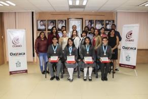 Entregan reconocimientos a jóvenes medallistas en biología en el COBAO