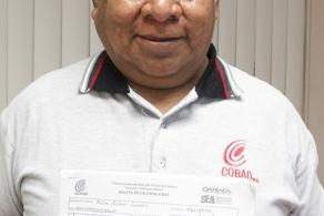 Don Felipe se ha propuesto concluir su bachillerato en el COBAO