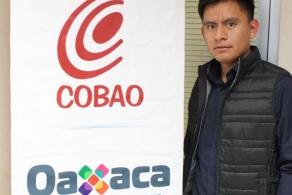 Egresado del COBAO motiva a la comunidad estudiantil con su historia de éxito