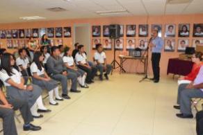 Entregan equipos de cómputo a estudiantes destacados del COBAO